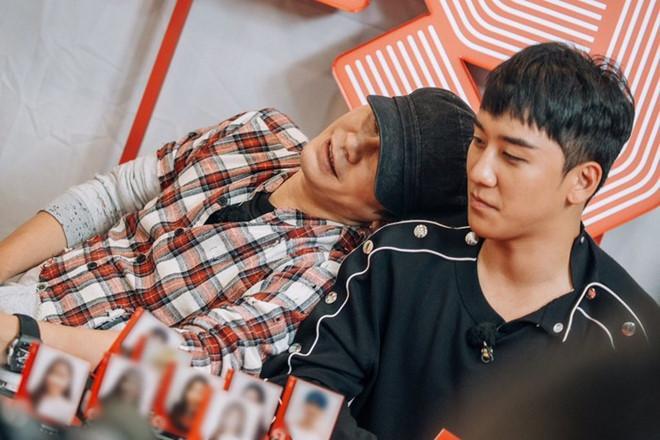 Seungri (Big Bang) bị YG đối xử tệ bạc, tước vũ công và stylist-1