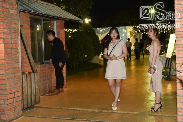 Đang diện váy cực lộng lẫy, bà xã 9X vẫn quẩy hết mình với Tiến Đạt tại tiệc cưới TP HCM-21