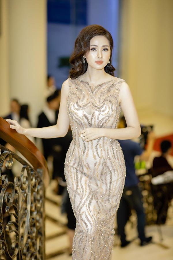 Mai Phương Thúy - Tâm Tít ăn mặc đối lập thu hút vạn ánh nhìn-6