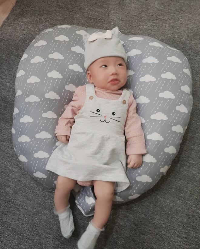 Chào đời năm 2018, những cậu ấm cô chiêu con nhà hotgirl - hotboy Việt gây sốt vì nhìn bé nào cũng đáng yêu-2