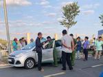 Vụ tài xế taxi nghi bị cướp cứa cổ ở Hà Nội: Nhân chứng kể lại giây phút kinh hoàng-3