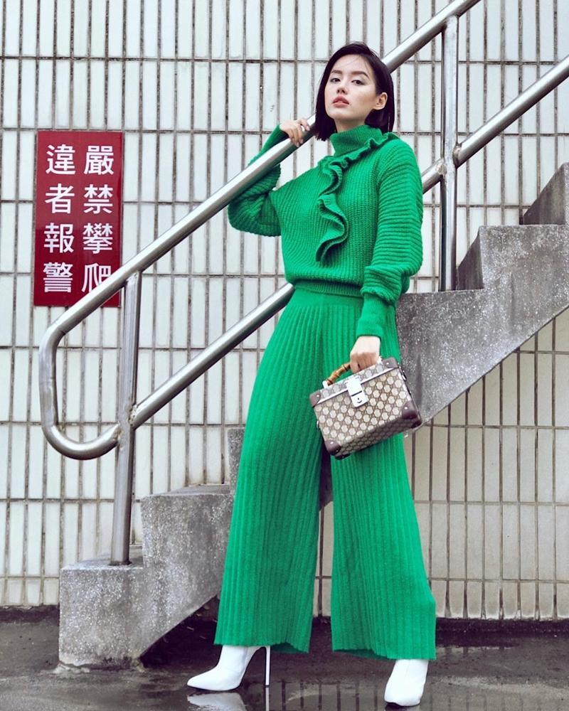 Thúy Vi khoe ngực ngồn ngộn - Kaity Nguyễn phô trọn vòng hông quả táo sexy chẳng kém Angela Phương Trinh-5