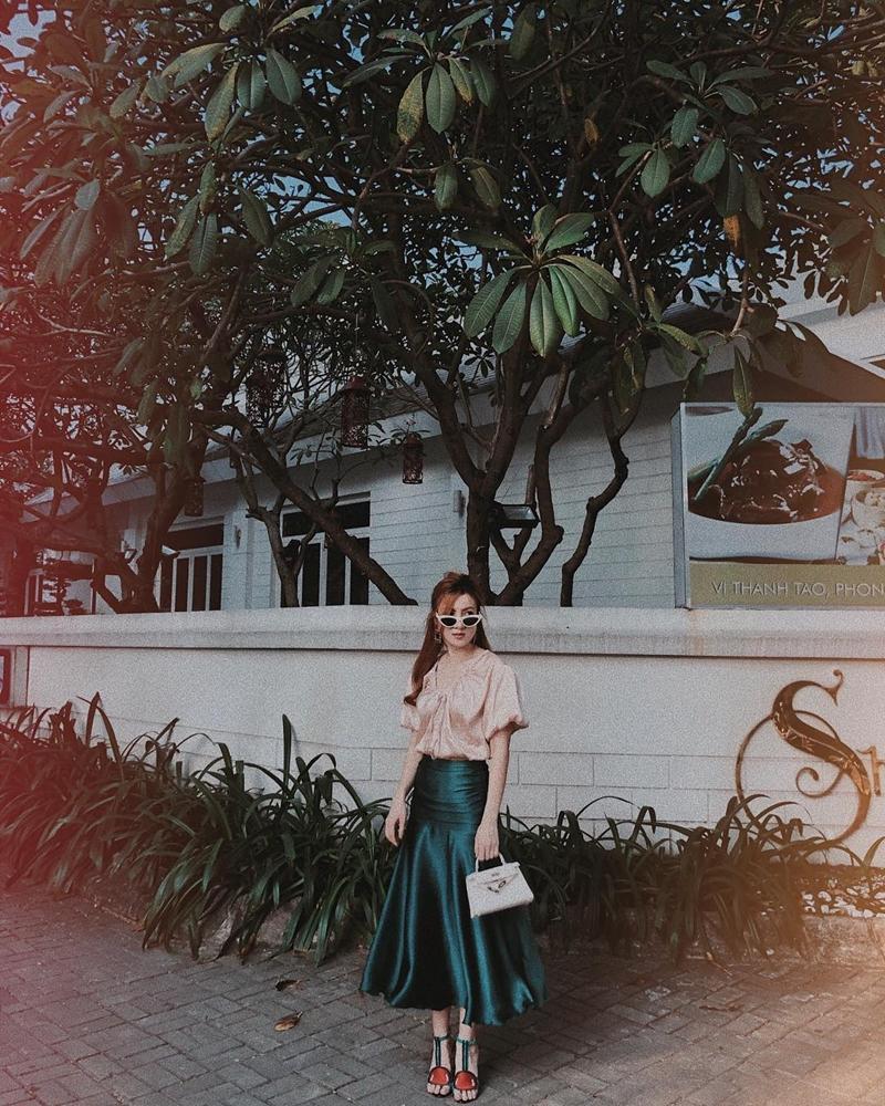 Thúy Vi khoe ngực ngồn ngộn - Kaity Nguyễn phô trọn vòng hông quả táo sexy chẳng kém Angela Phương Trinh-10