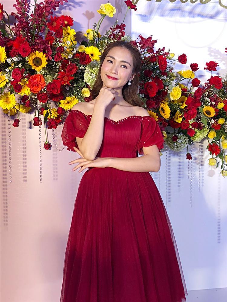 Đã đi ăn cưới Võ Hạ Trâm trễ giờ, Hòa Minzy lại còn gây sốc: Chị đừng quá vui vẻ khi em quá xinh đẹp-3