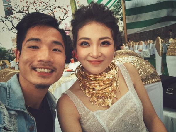 Màn cầu hôn siêu lãng mạn của cô dâu đeo vàng trĩu cổ ở Nam Định với chú rể khiến dân tình ghen tị-1