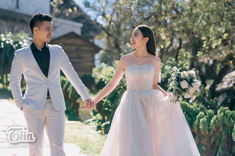 Ngắm trọn bộ ảnh cưới của cô dâu đeo vàng trĩu cổ được 2 siêu xe Rolls-Royce Phantom rước trong đám cưới khủng ở Nam Định-3