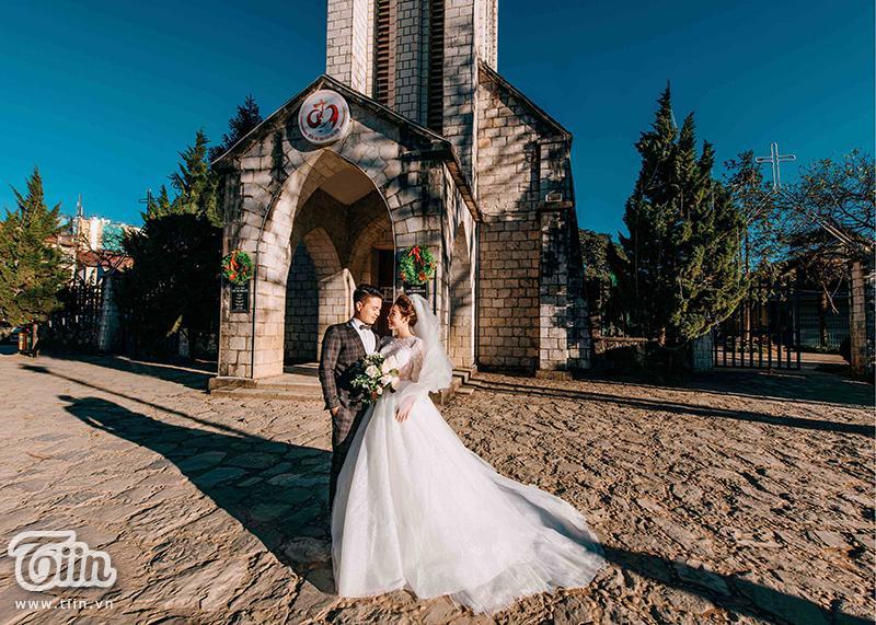 Ngắm trọn bộ ảnh cưới của cô dâu đeo vàng trĩu cổ được 2 siêu xe Rolls-Royce Phantom rước trong đám cưới khủng ở Nam Định-4