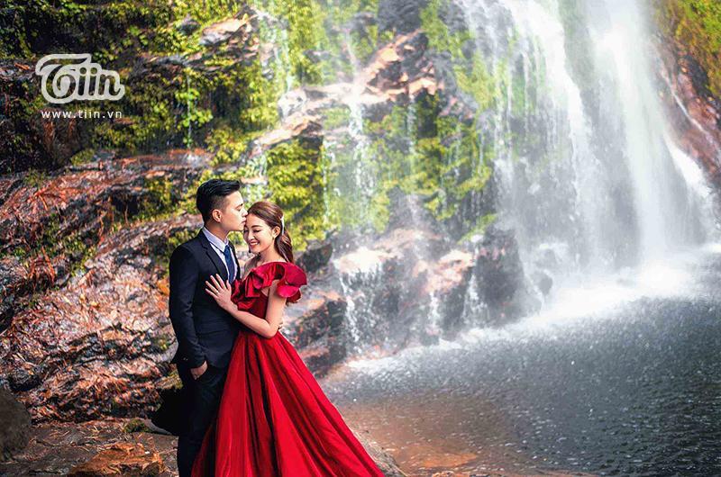 Ngắm trọn bộ ảnh cưới của cô dâu đeo vàng trĩu cổ được 2 siêu xe Rolls-Royce Phantom rước trong đám cưới khủng ở Nam Định-8