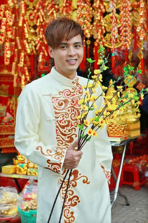 Ế show ngày Tết, Hồ Quang Hiếu bất chấp nguy hiểm nhận diễn cả múa cột - múa lửa - nuốt kiếm-3