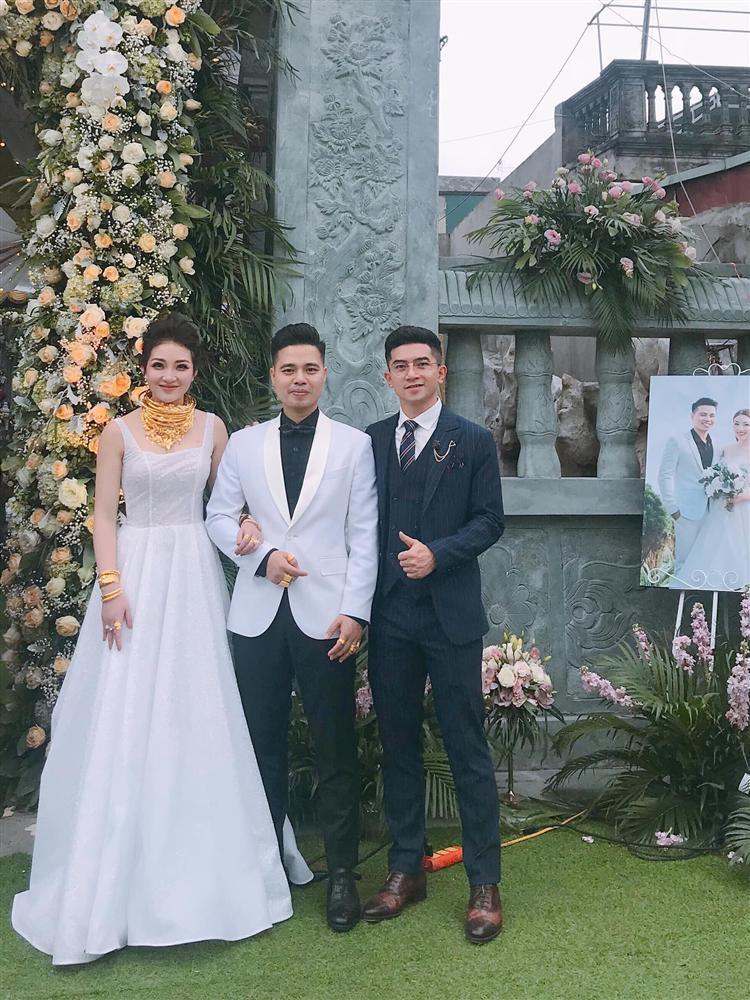 Nhan sắc đời thường xinh đẹp của cô dâu trong đám cưới ngập vàng ở Nam Định-4