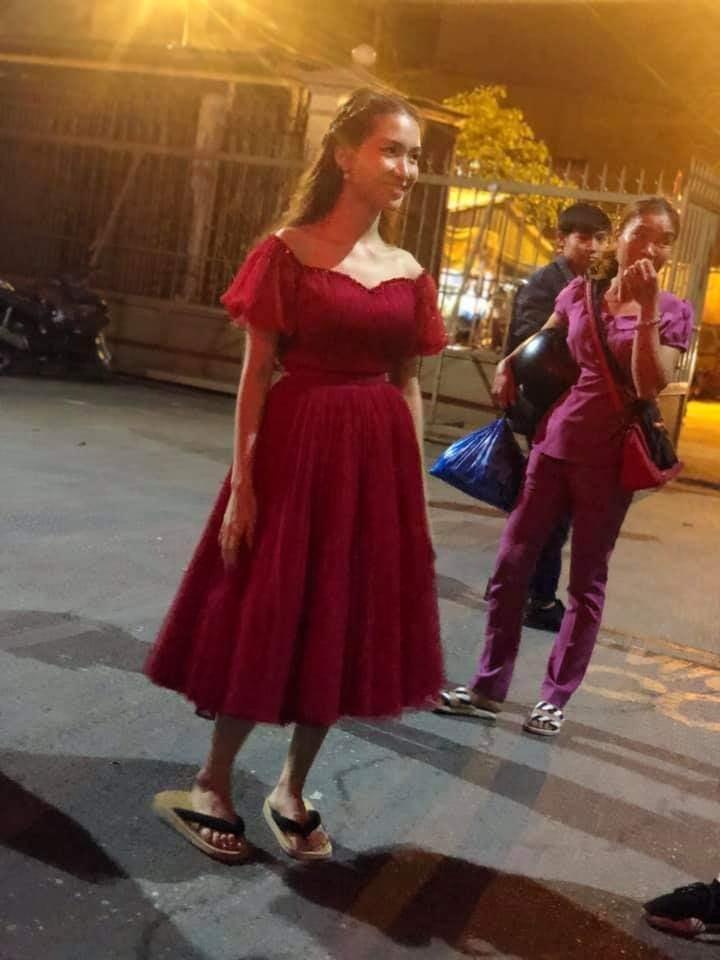 Loạt ảnh hậu trường nói không với giầy cao gót, mỹ nhân Việt bỗng chốc trở thành trò cười cho thiên hạ-1