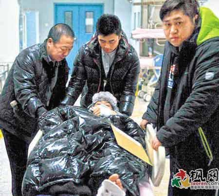 Bị dân mạng soi bàn chân kì dị, Huỳnh Hiểu Minh tung thêm ảnh chứng minh chân của anh thực sự bất thường-5
