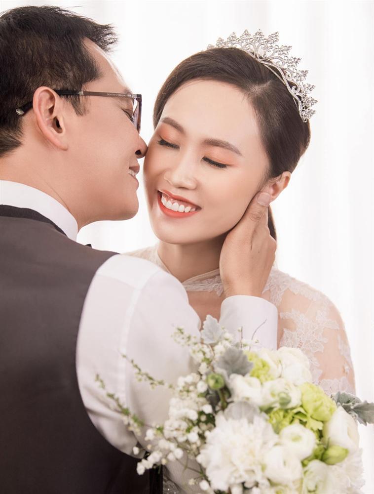 NSND Trung Hiếu hạnh phúc bên cô dâu kém 19 tuổi trong bộ ảnh cưới-1