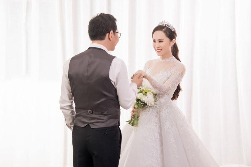 NSND Trung Hiếu hạnh phúc bên cô dâu kém 19 tuổi trong bộ ảnh cưới-2