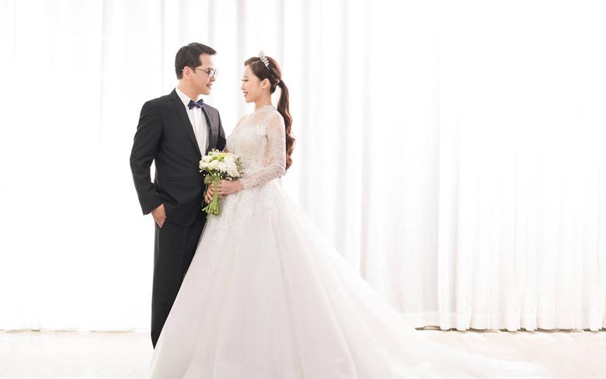 NSND Trung Hiếu hạnh phúc bên cô dâu kém 19 tuổi trong bộ ảnh cưới-3