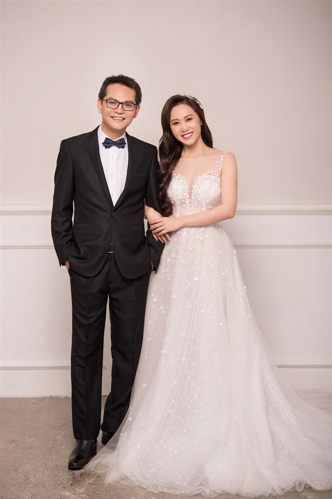 NSND Trung Hiếu hạnh phúc bên cô dâu kém 19 tuổi trong bộ ảnh cưới-5