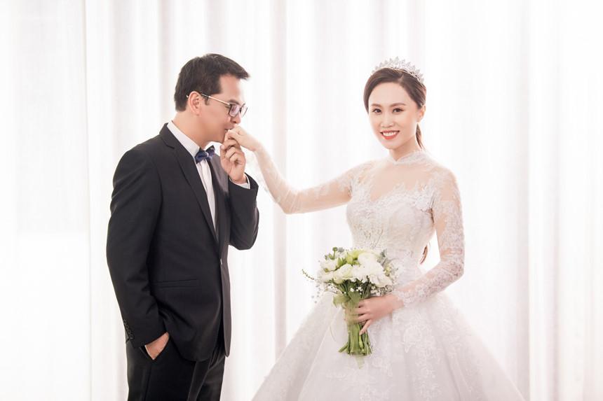 NSND Trung Hiếu hạnh phúc bên cô dâu kém 19 tuổi trong bộ ảnh cưới-7