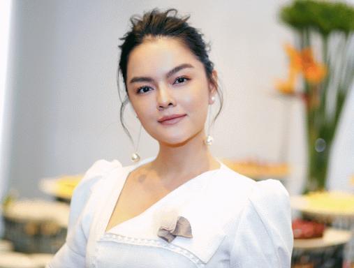 Single mom khổ lắm ai ơi: Hình ảnh Phạm Quỳnh Anh co ro ôm con gái trên máy bay gây xúc động mạnh-1