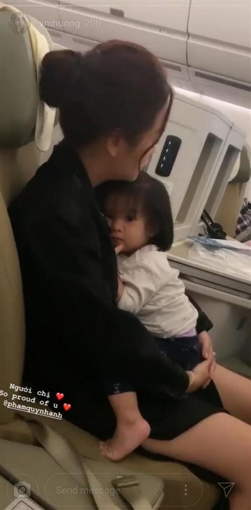 Single mom khổ lắm ai ơi: Hình ảnh Phạm Quỳnh Anh co ro ôm con gái trên máy bay gây xúc động mạnh-3