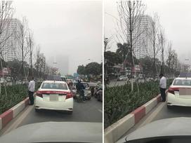 Hình ảnh diễn ra trên đường phố Hà Nội khiến tất cả 'nóng mắt'