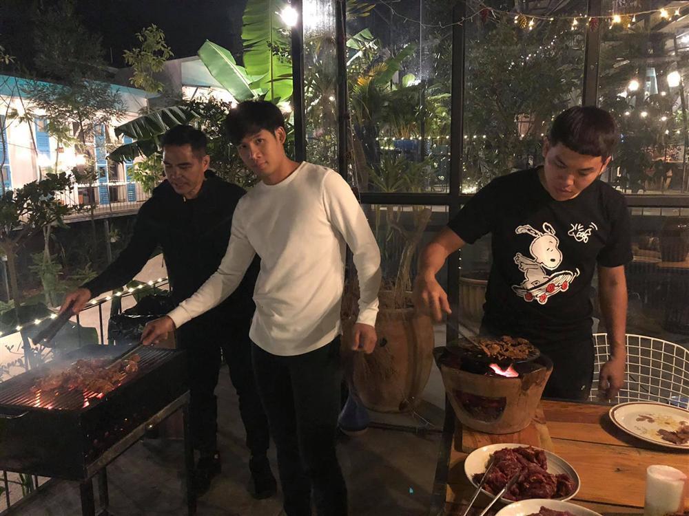 Hồ Ngọc Hà khoe chạy show xuyên Việt tất bật ngày cuối năm-5