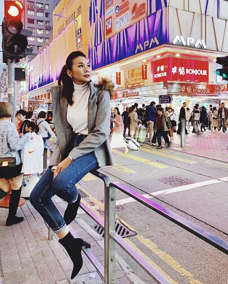 STREET STYLE: Kỳ Duyên hút hồn với tuyệt chiêu mặc áo phanh cúc - Sơn Tùng dát hàng hiệu trăm triệu dạo biển-10