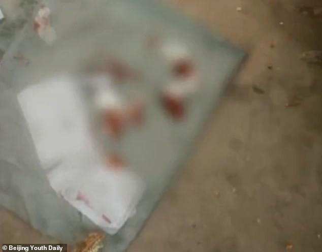 Con gái đi học về với chiếc quần đầy máu, gặng hỏi gia đình phát hiện sự thật gây phẫn nộ-2