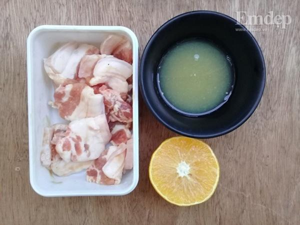 Lạ miệng món thịt rang cháy cạnh rim nước cam đưa cơm ngày lạnh-1