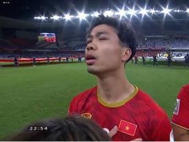 Đồng đội ghi bàn nhưng Công Phượng là cái tên 'sáng' nhất đêm qua với khoảnh khắc hát Quốc ca khiến người xem 'cười bò'