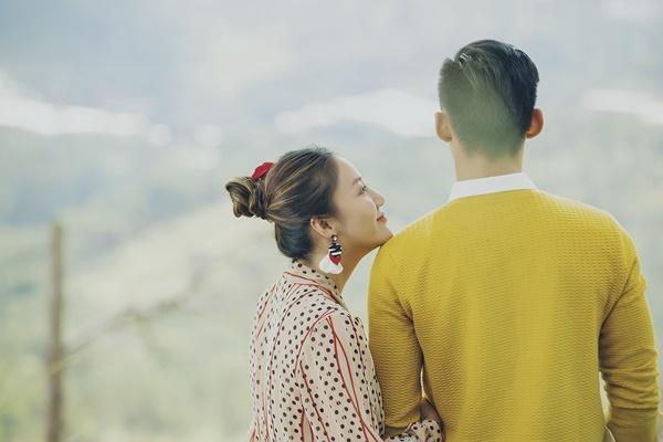 Văn Mai Hương gây tò mò khi khoe ảnh tình tứ với chàng trai giấu mặt-4