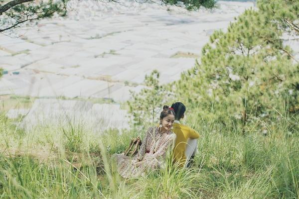 Văn Mai Hương gây tò mò khi khoe ảnh tình tứ với chàng trai giấu mặt-5