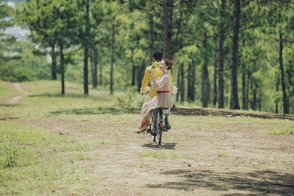 Văn Mai Hương gây tò mò khi khoe ảnh tình tứ với chàng trai giấu mặt-6