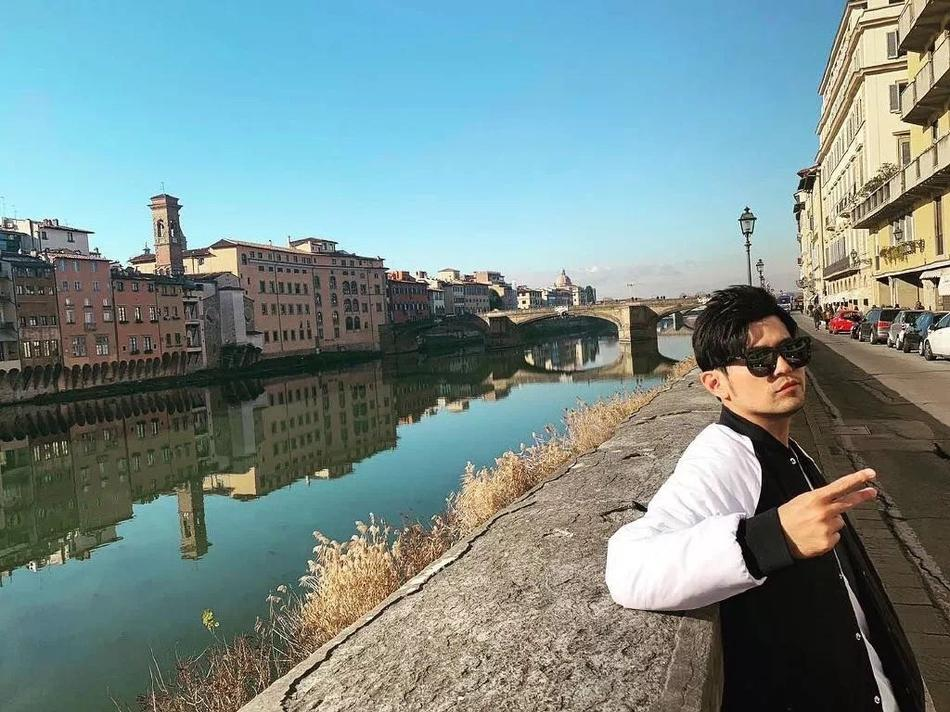 Cuộc sống như mơ của bà xã Châu Kiệt Luân: 1 tháng du lịch 2 lần, mua quà tặng chồng toàn tiền tỷ-1