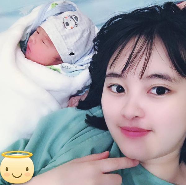 Sau 2 ngày vật vã chuyển dạ, mẹ nuôi bé gái suy dinh dưỡng ở Lào Cai đã sinh bé trai cực đáng yêu-1