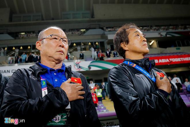 Thầy Park mời tuyển Việt Nam vừa ăn nhà hàng, vừa xem Oman, Lebanon-1
