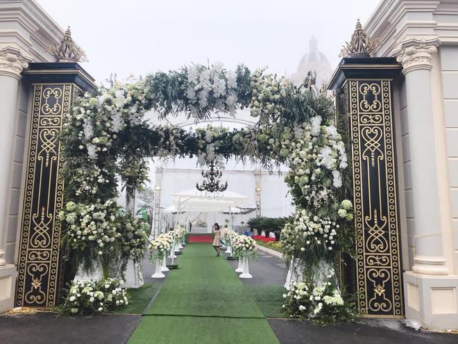 Lộ diện sao Việt duy nhất được mời hát đám cưới khủng trong lâu đài ở Nam Định-4