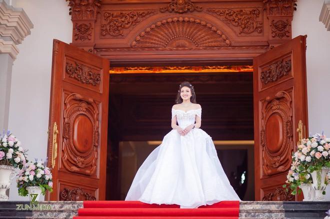 Lộ diện sao Việt duy nhất được mời hát đám cưới khủng trong lâu đài ở Nam Định-6