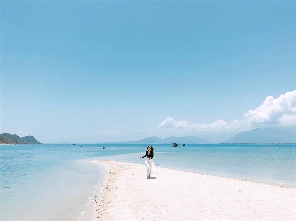 Hút mắt với 5 con đường giữa biển đẹp ngất ngây ở Việt Nam-1