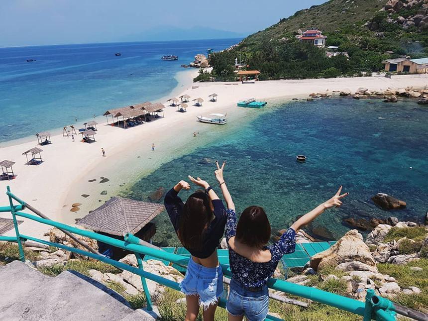 Hút mắt với 5 con đường giữa biển đẹp ngất ngây ở Việt Nam-4