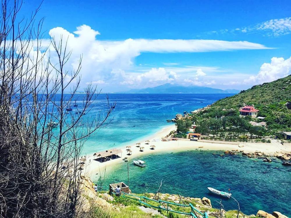 Hút mắt với 5 con đường giữa biển đẹp ngất ngây ở Việt Nam-5