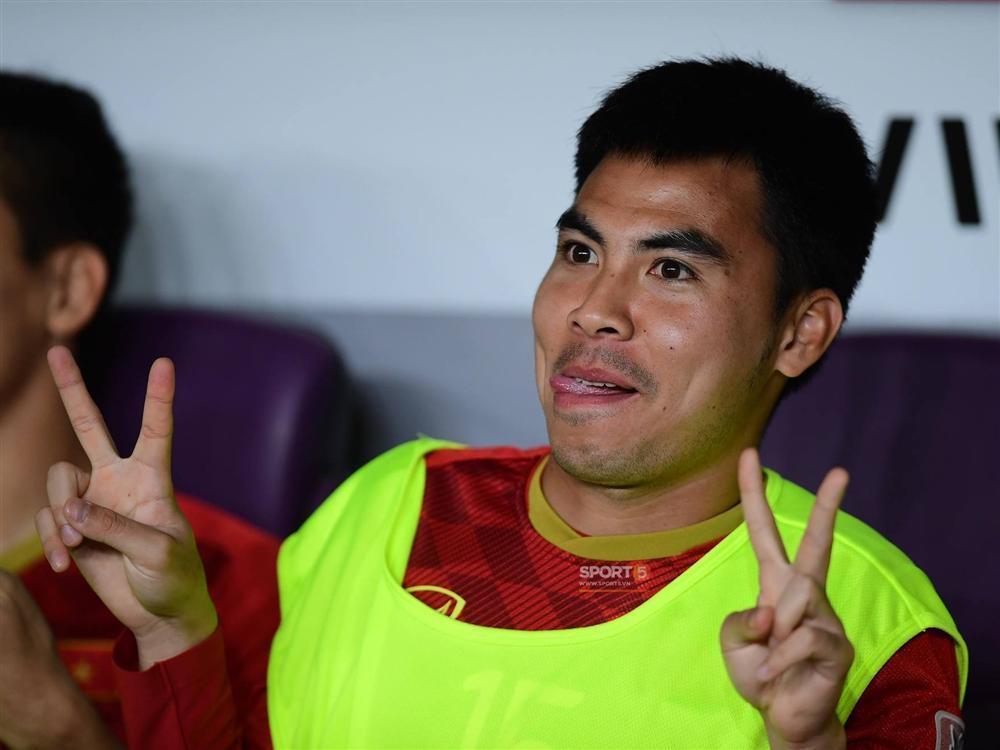 Phải ngồi ghế dự bị trận cuối cùng vòng bảng Asian Cup, Đức Huy bất ngờ chuyển sang làm phục vụ khách sạn-2