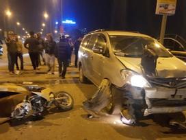 Xe 'điên' tông nhiều xe máy, 4 người bị thương nặng