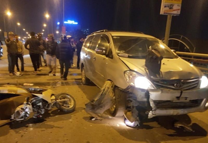 Xe điên tông nhiều xe máy, 4 người bị thương nặng-1