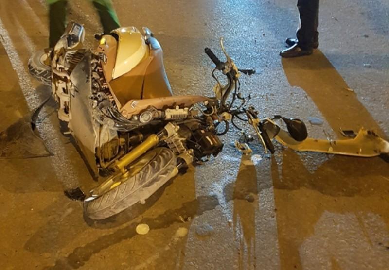 Xe điên tông nhiều xe máy, 4 người bị thương nặng-2
