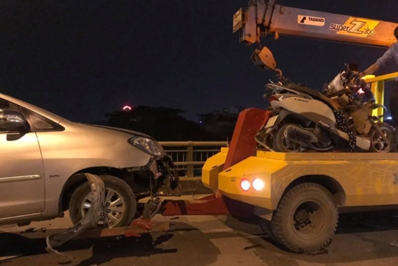 Xe điên tông nhiều xe máy, 4 người bị thương nặng-3