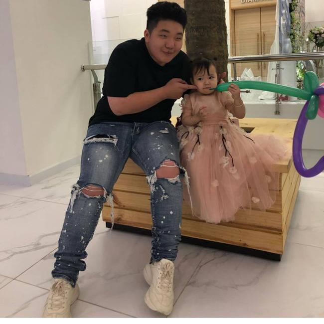 Nhan sắc có hạn nhưng xuất thân danh giá, em trai cô dâu sống trong lâu đài ở Nam Định được 1.000 cô gái làm điều lạ-6