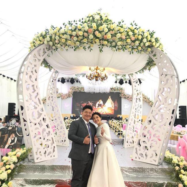 Nhan sắc có hạn nhưng xuất thân danh giá, em trai cô dâu sống trong lâu đài ở Nam Định được 1.000 cô gái làm điều lạ-7