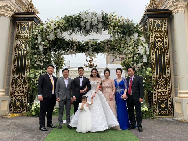 Nhan sắc có hạn nhưng xuất thân danh giá, em trai cô dâu sống trong lâu đài ở Nam Định được 1.000 cô gái làm điều lạ-8