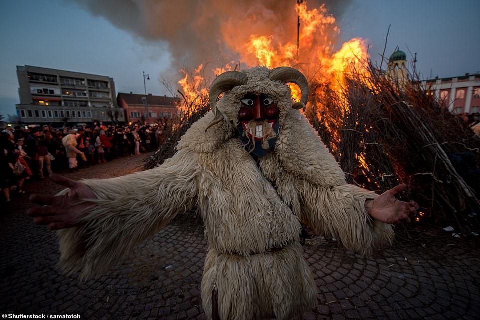 Cuộc chiến ném cam và 10 lễ hội quái đản nhất thế giới-1