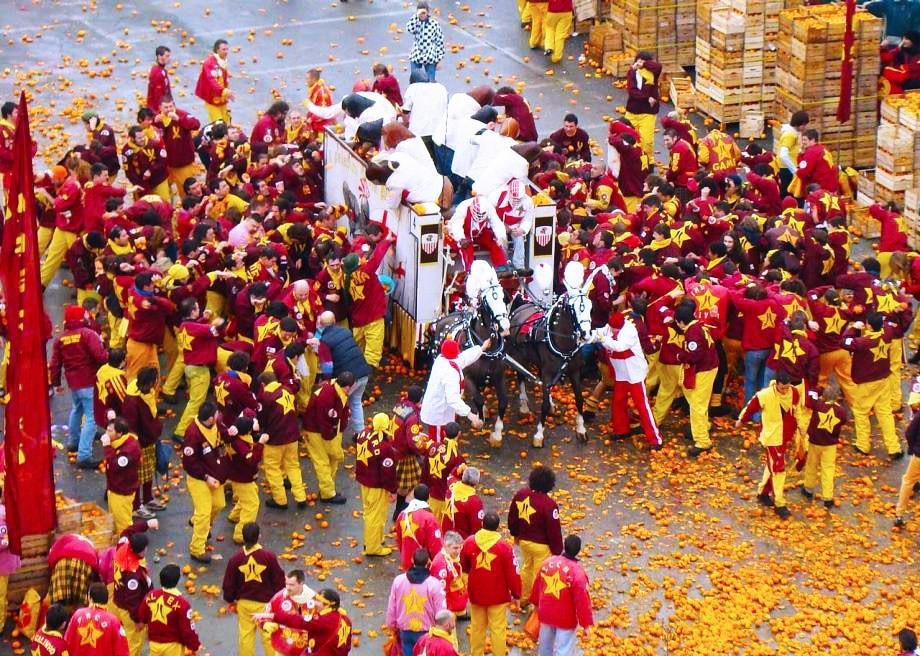 Cuộc chiến ném cam và 10 lễ hội quái đản nhất thế giới-11